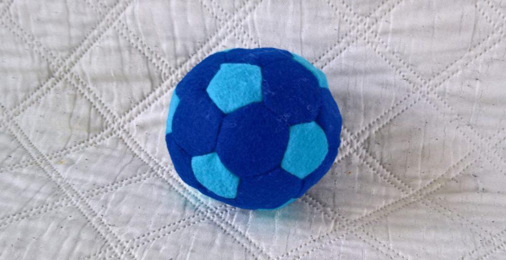 Een voetbal (afgeknotte icosaëder) naaien