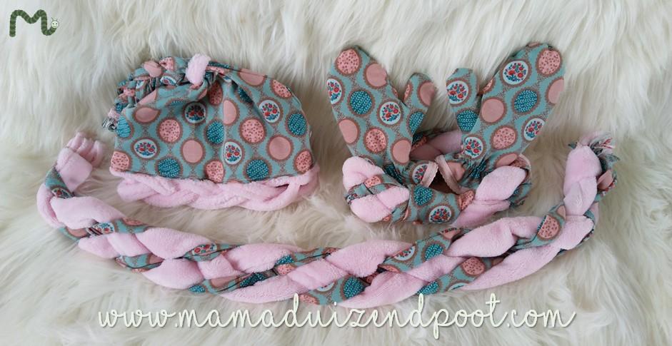 Een muts, haarband, sjaal en wanten (met vlecht)