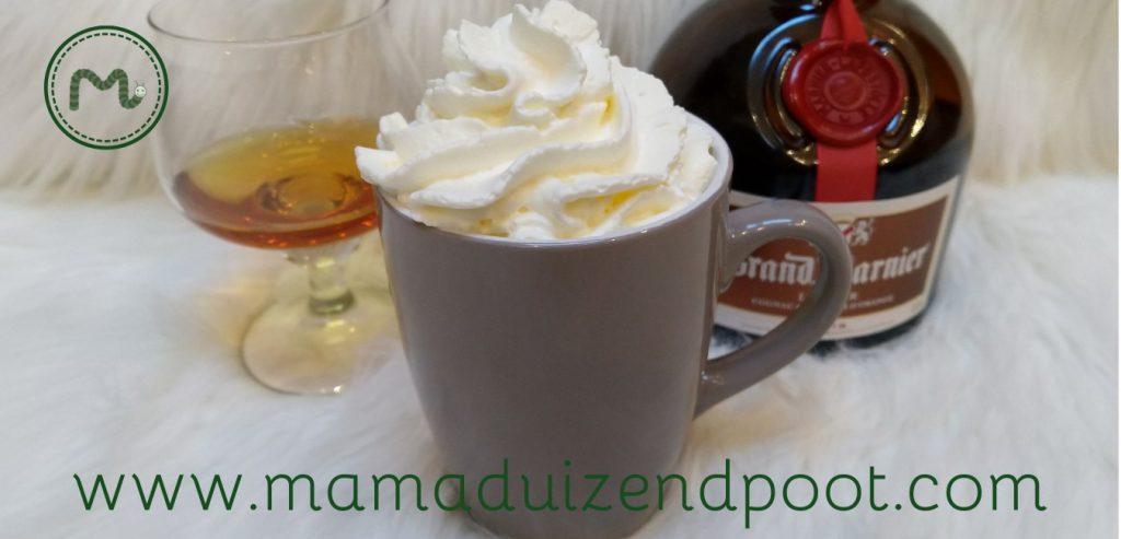 Warme witte chocolademelk (met een extra smaakje)