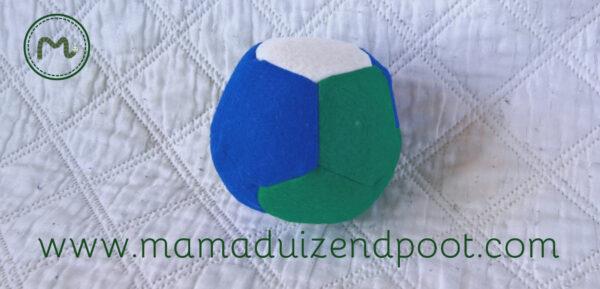 Een bal van vijfhoeken (dodecaëder)