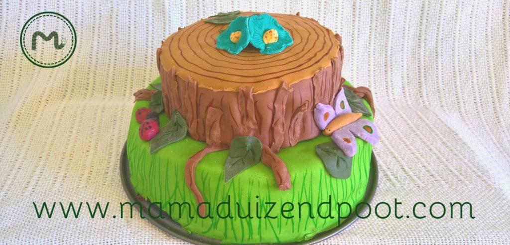 Een verjaardagstaart met een boomstam