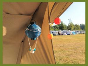 Luchtballon van een lampion in de voortent