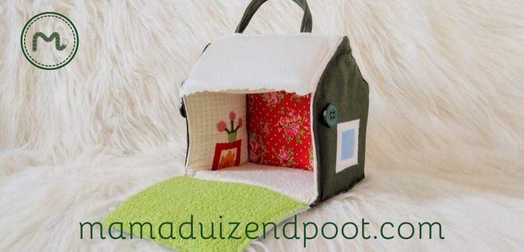 Een klein poppenhuisje van stof