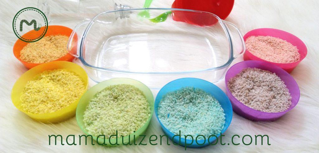 Gekleurde rijst maken om mee te spelen (met speeltips)
