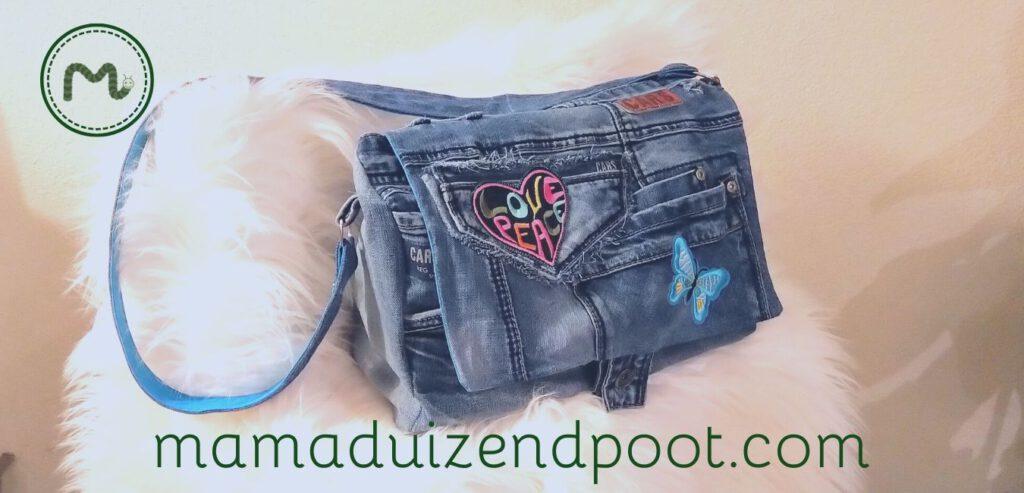 Een schoudertas van een spijkerbroek
