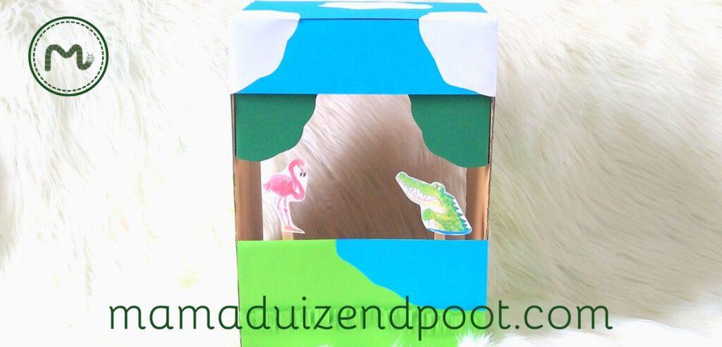 Een poppenkast van een doos