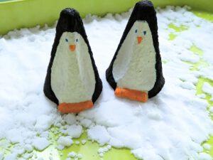 speel sneeuw - landschap met pinguins