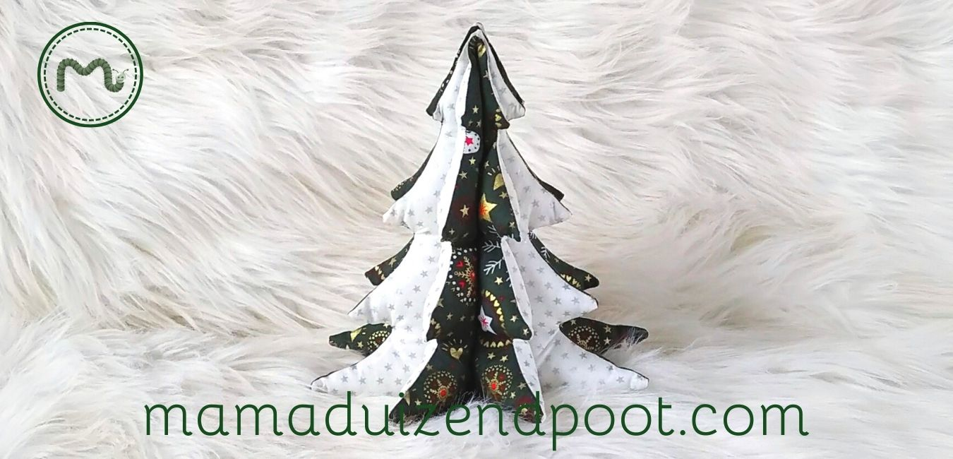Een mini kerstboom van stof